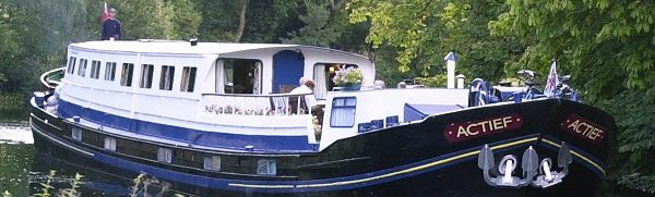 Actief luxury barge cruises on the Royal river Thames, England