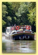 belle epoque cruises though some magnificent scenery in Burgundy