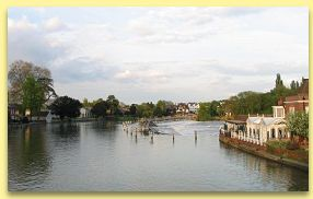 Marlow weir from Marlow bridge - click here to go to virtual tour of Marlow